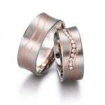 Ringen wit met roodgoud. In de damesring zijn 11 briljanten gezet van in totaal 0.086ct - Circles