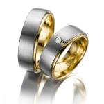 Trouwringen in een geelgouden zetting een diamant van 0.03 ct