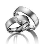 Trouwringen drie diamanten van 0.07 ct en twee van 0.015 ct