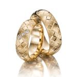 Rosé gouden trouwringen-drie Princess geslepen diamanten