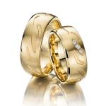 8 mm brede geelgouden trouwringen – met fantasie bewerking