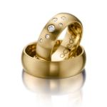 Brede geelgouden trouwringen met strooizetting diamanten 0.16ct.