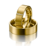 Geel gouden trouwringen is 6,5 mm breed 0.025ct diamant.
