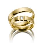 Set geelgouden trouwringen met aparte zetting diamant 0.12ct
