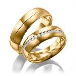 Trouwringen met Saturnus voeg gezet met 38 diamanten van 0.02 ct