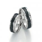 Creatief met carbon in combinatie met 14 karaat witgoud en diamant