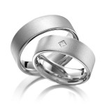 Trouwringen titanium met Princess geslepen diamant - Circles trouwringen